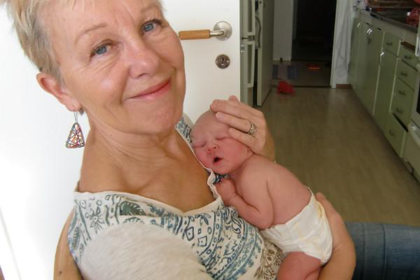 Mormor och bebis.