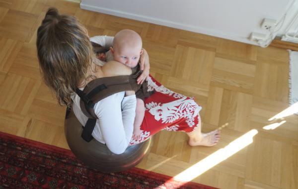 babybaby.se_nursingstrike_pilatesball2