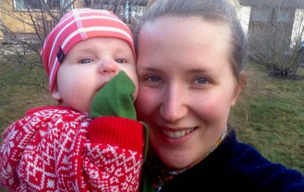 Caroline Zetterberg med dottern Astrid.