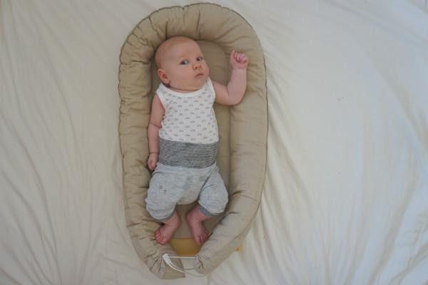 """En """"bädd i bädden"""" för bebisen."""