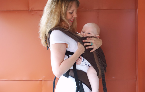 babybaby.se_nursing_babycarrier_sildeshow20