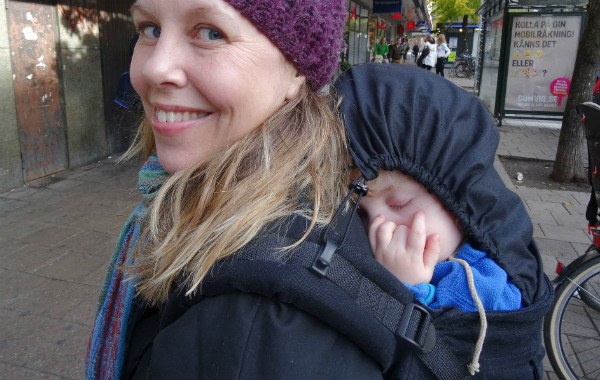 babybaby.se_winter_babywearing_carrying12