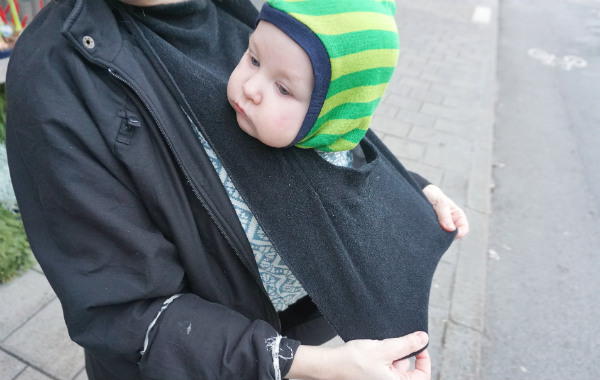 babybaby.se_winter_babywearing_carrying16