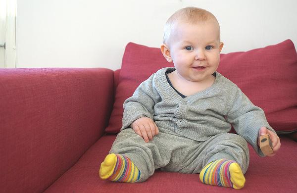 babybaby.se_winter_babywearing_carrying1_extra
