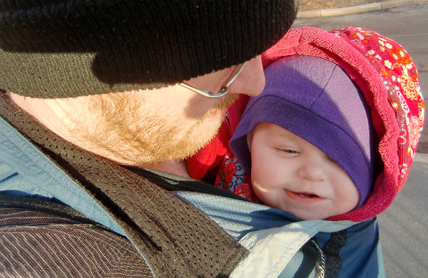 babybaby.se_winter_babywearing_carrying7