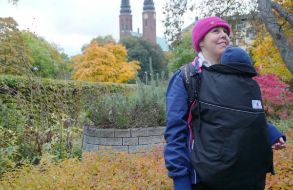 babybaby.se_winter_babywearing_carrying9