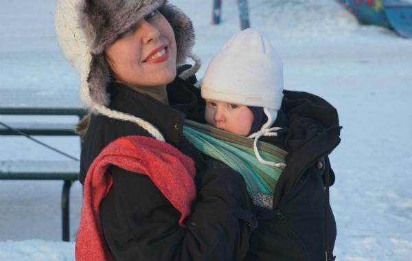 babybaby.se_babywearing_minus14_breastfeeding2