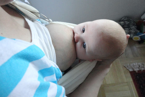 babybabyse_kvallsoro_amning_i_trikaringsjal2_600