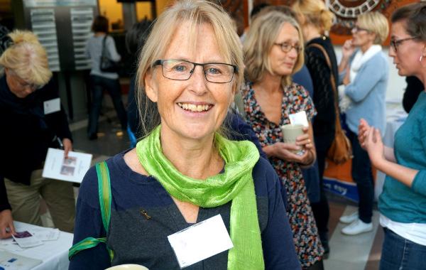 Magical hour, magiska timmen. Kristin Svensson, barnmorska och forskare vid KI. Konferensdeltagare i bakgrunden.