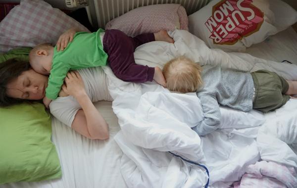 säng med extrasäng ikea
