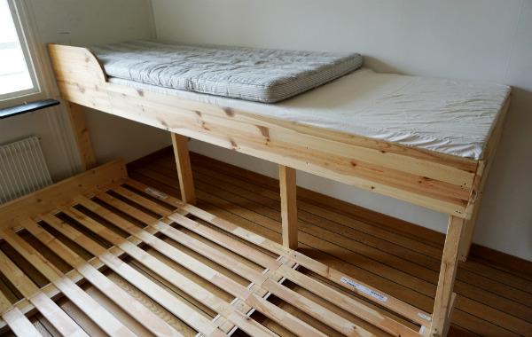 Säng för samsovning. Sängbygge sett ovanifrån.